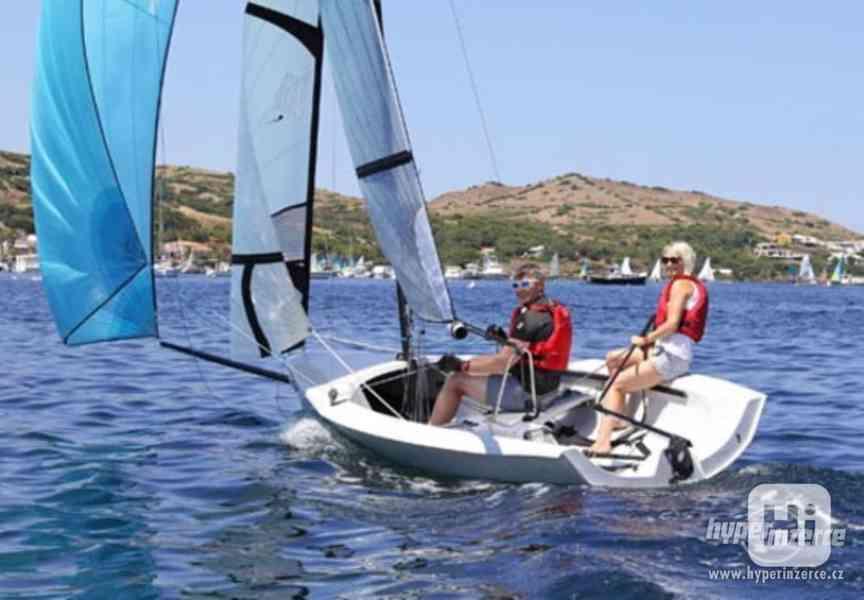 Sportovní plachetnice RS400 - foto 1
