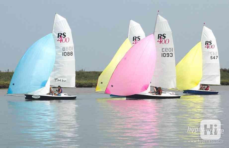 Sportovní plachetnice RS400 - foto 2