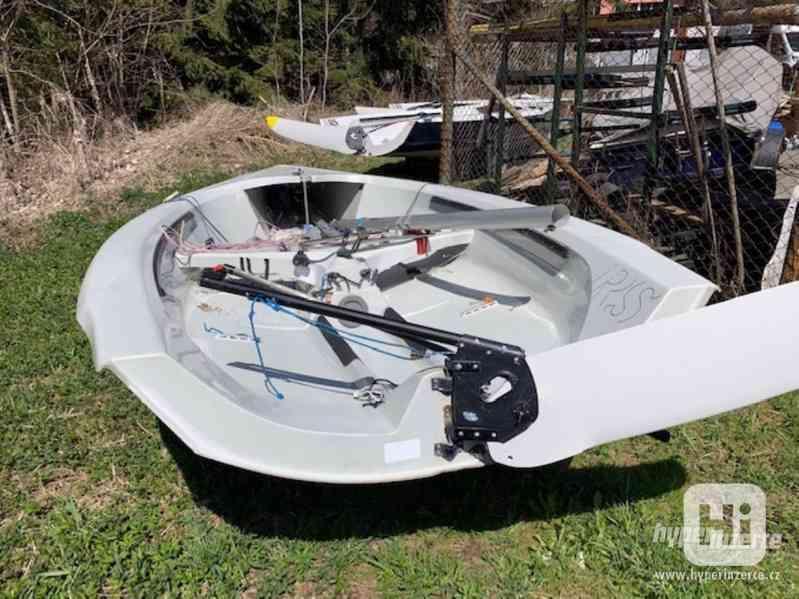Sportovní plachetnice RS400 - foto 8