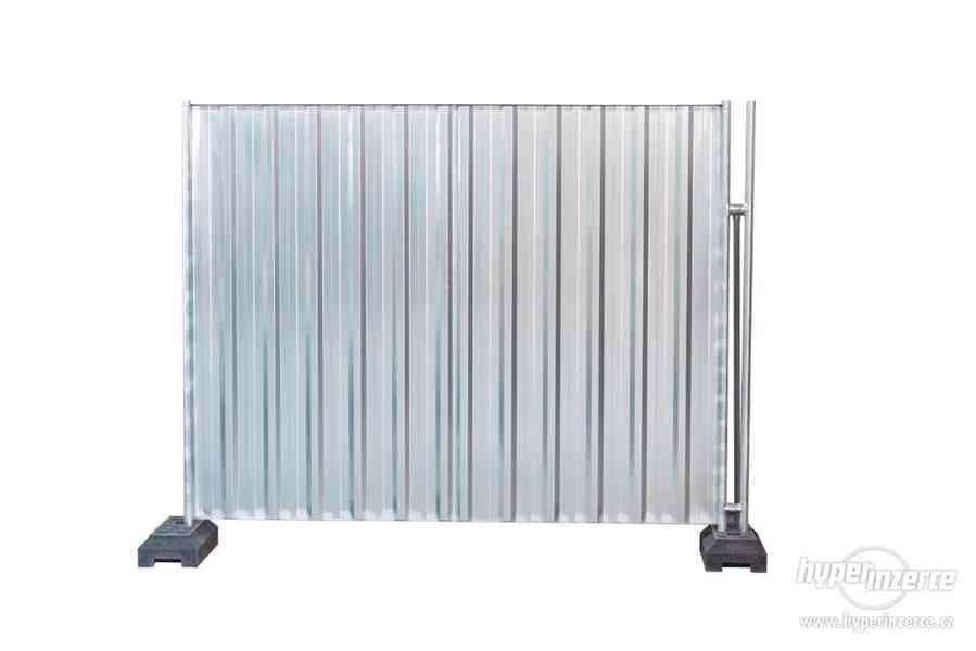 Plné dílce  mobilního oplocení 2,4 x 2,0 m Stavební  ploty