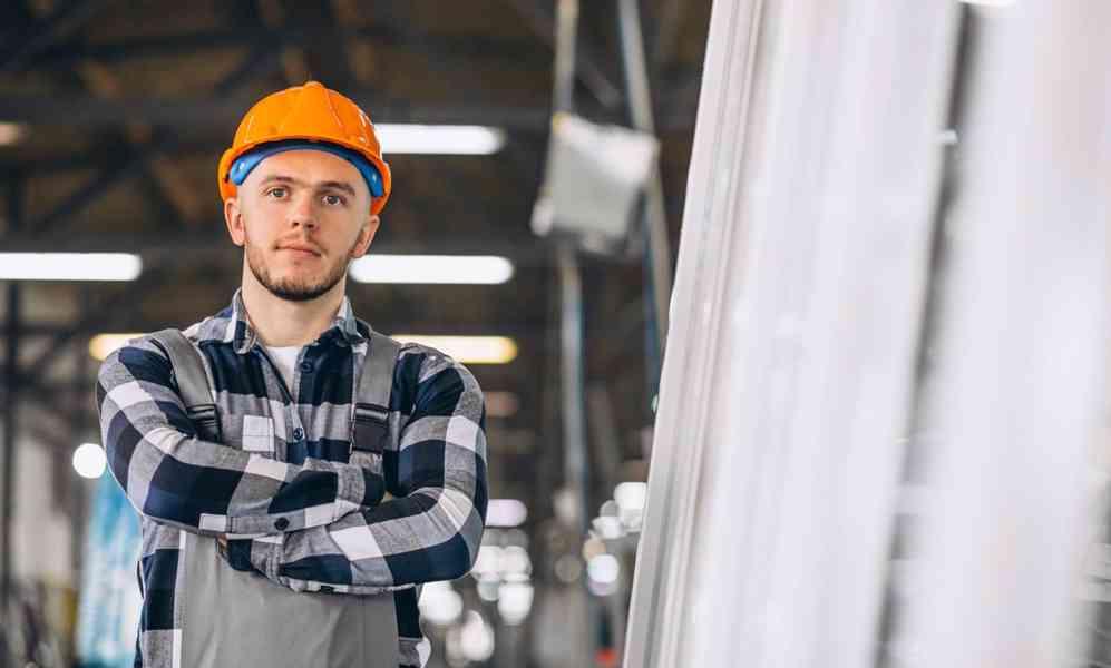Slévárenský dělník - obsluha tavící a žíhací pece