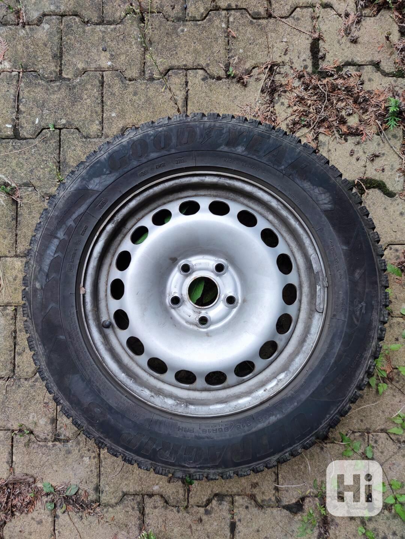 plechové disky R16 ET33 + zimní pneu 215/65 R16 98H - foto 1