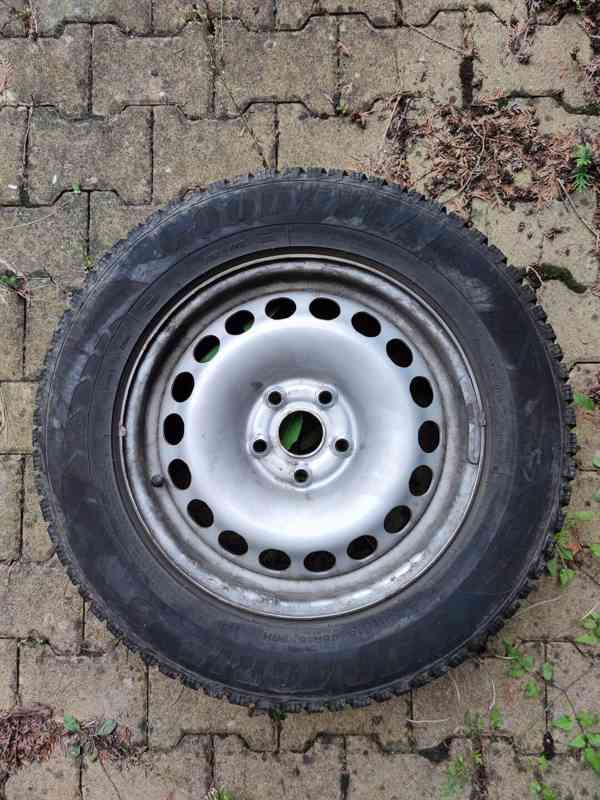 plechové disky R16 ET33 + zimní pneu 215/65 R16 98H