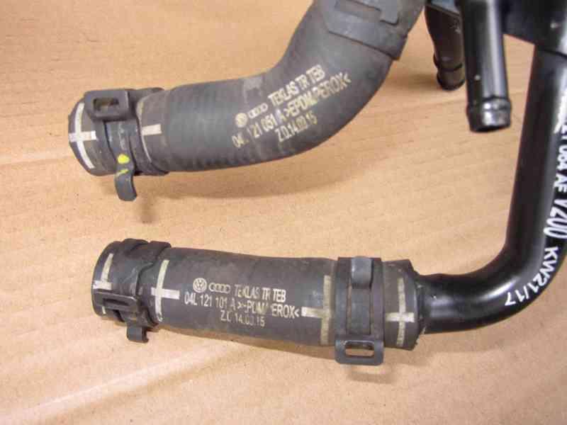 Vodni trubka 04L121064AF Originál VW 1,6 TDI - foto 4