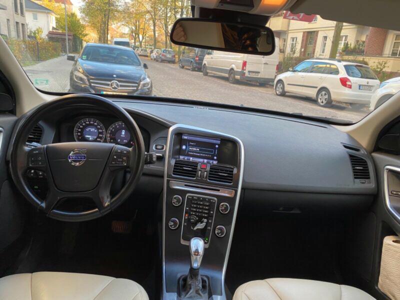 Volvo XC60 T5 benzín 177kw - foto 9