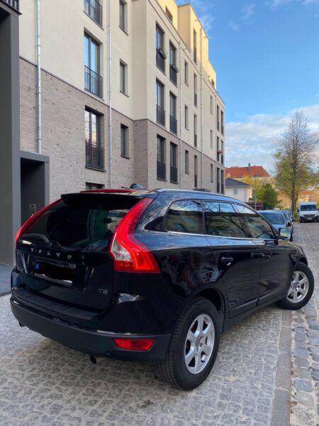 Volvo XC60 T5 benzín 177kw - foto 4