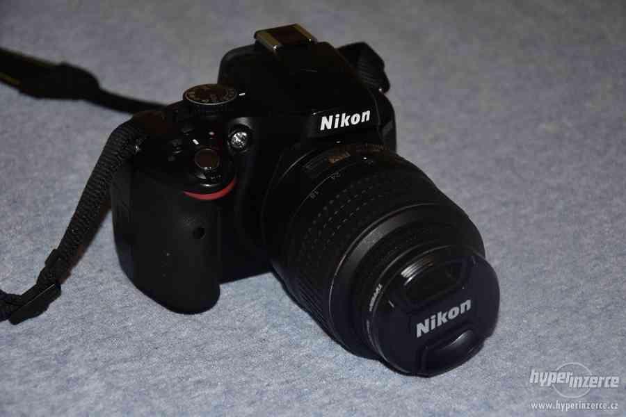 Zrcadlovka Nikon D5100 s objektivem