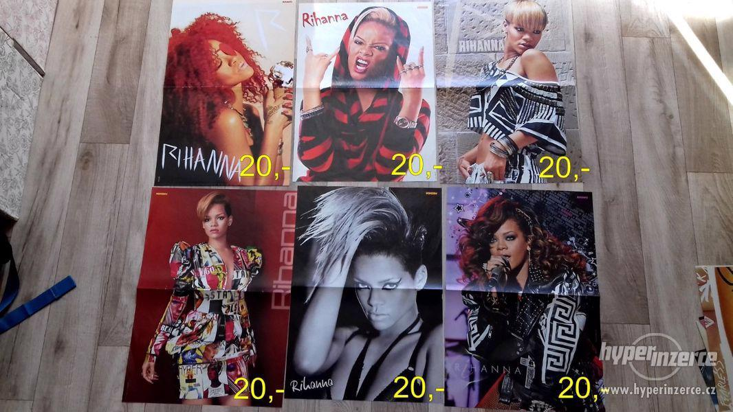 Prodám sbírku plakátů RIHANNA