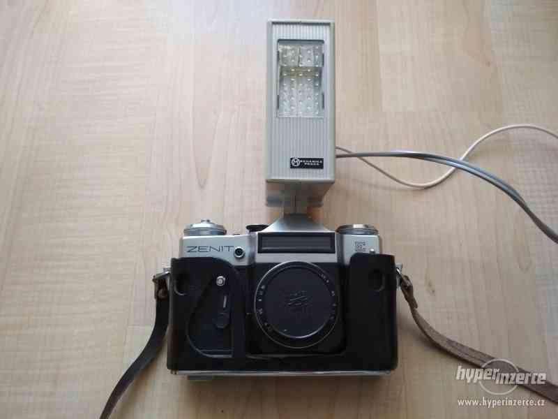 Prodám zrcadlovku Zenit-E s objektivem Industar 50/2 a blesk