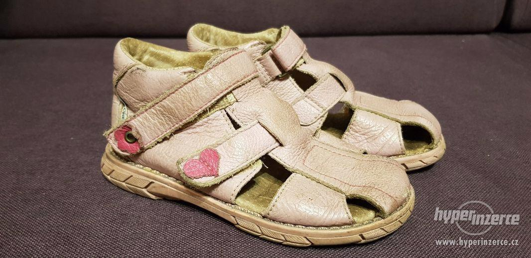 Starorůžové kožené sandály Pegres vel. 28