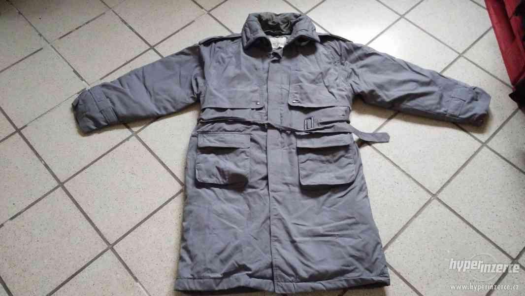 Šedý pánský zimní kabát