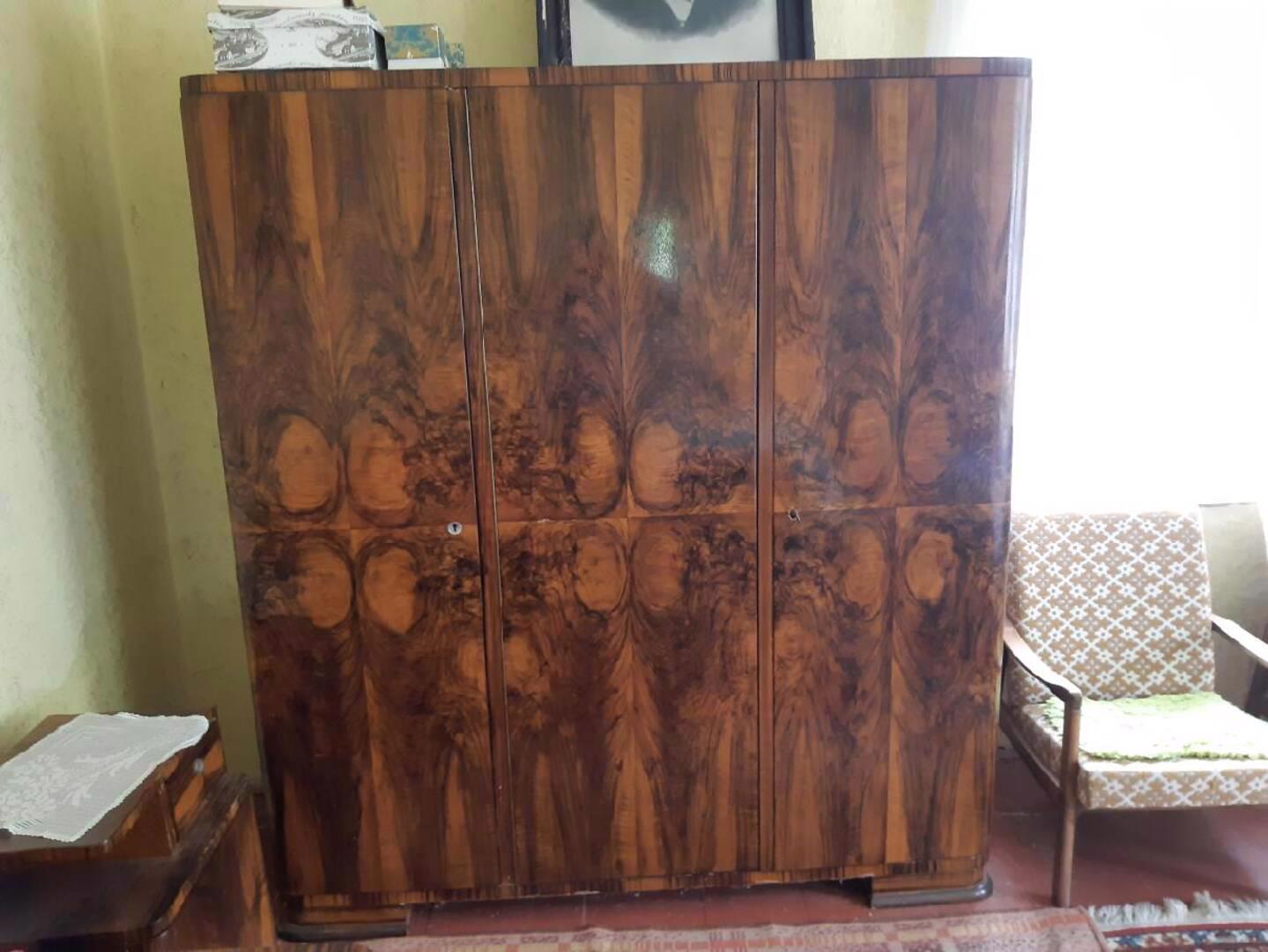 Prodám obývací ložnici, cca r. 1950, masiv, leštěný ořech - foto 1