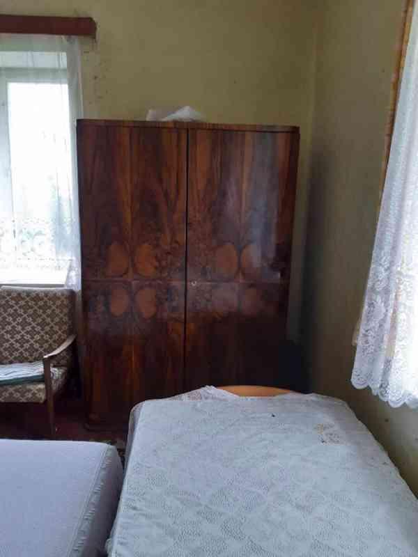 Prodám obývací ložnici, cca r. 1950, masiv, leštěný ořech - foto 2