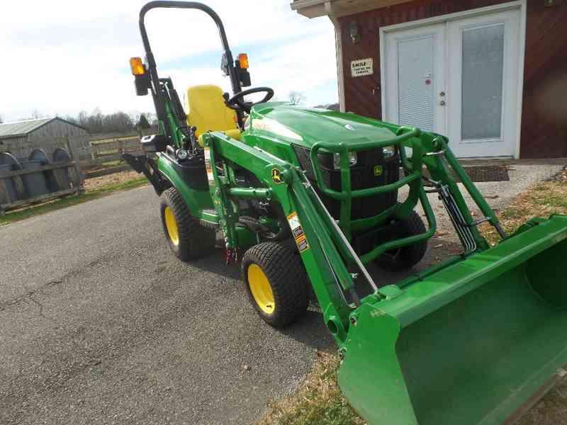 Traktor John Deere 1c02c5T - foto 4