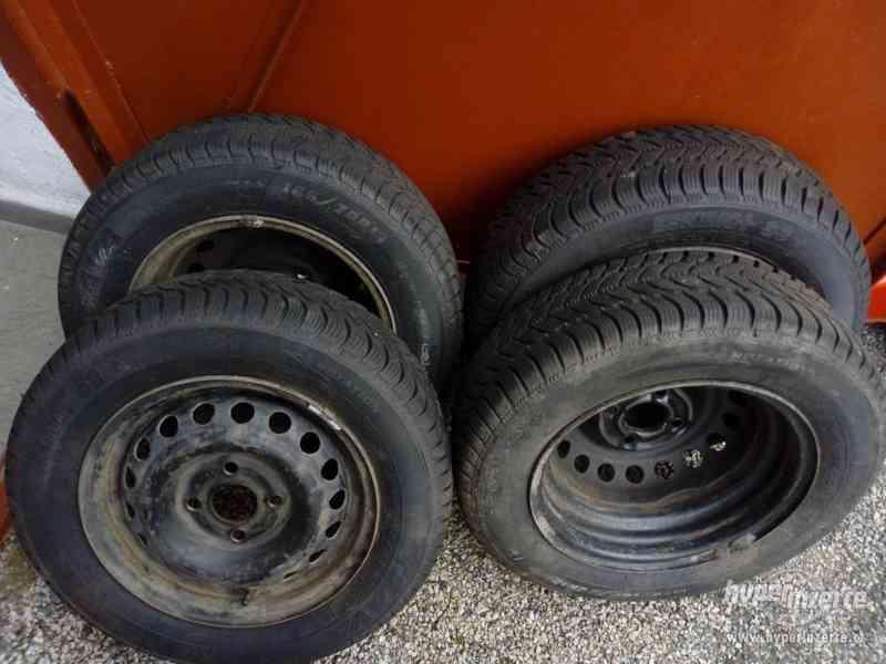 Prodám zimní pneu 165/70 R13