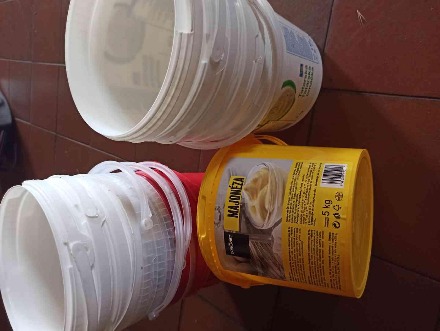Malé kbelíky od potravin - foto 1