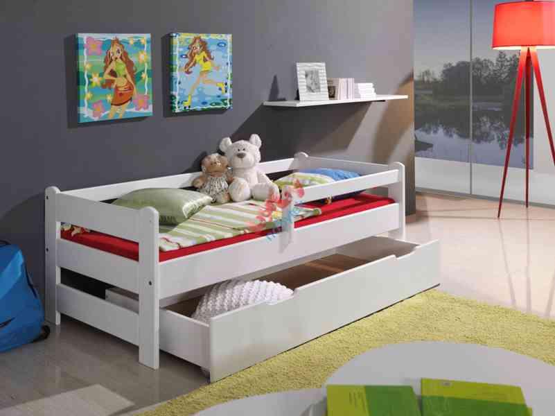 Dětská postel se zábranou