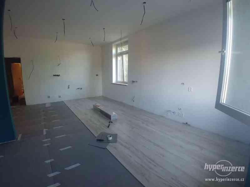 Podlahář, podlahářské práce, pokládka podlahy