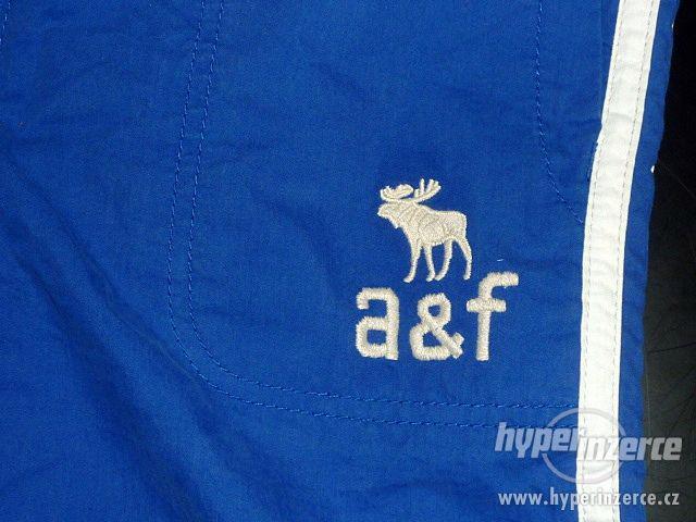 Abercrombie & Fitch dětské tepláky - foto 2