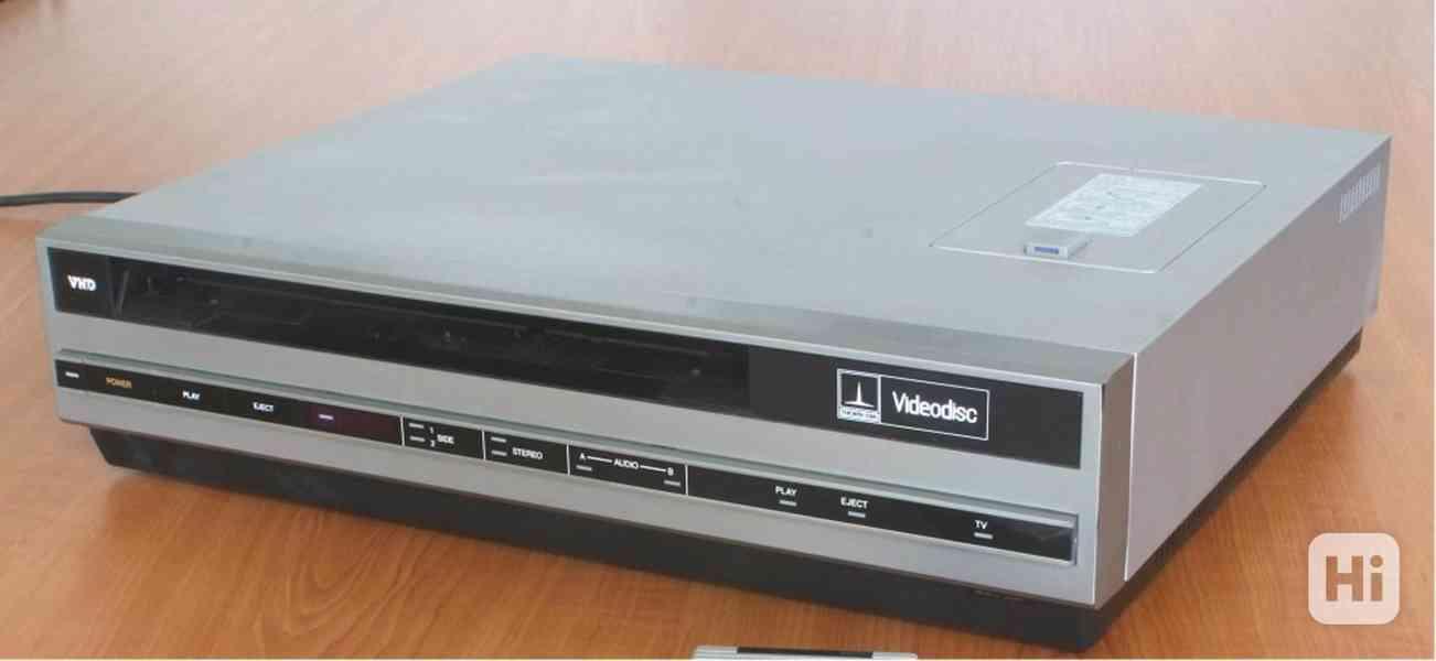 VHD videopřehrávač z roku 1984