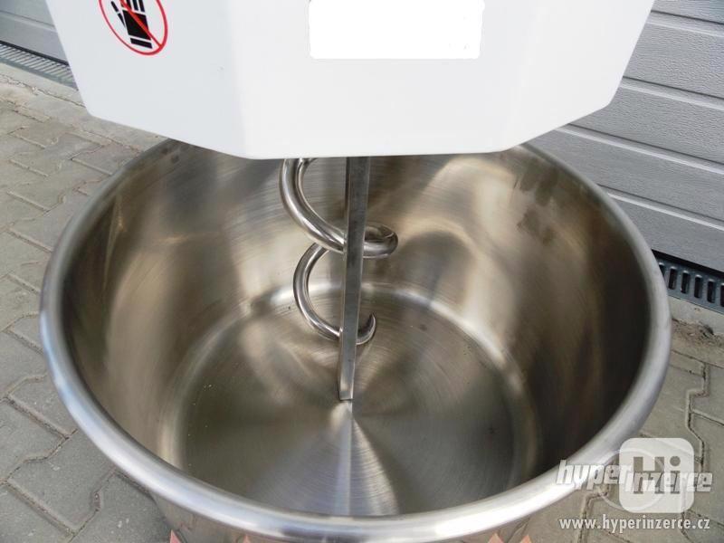 Hnětač těsta 30L Míchačka těsta kuchyňský robot 30L