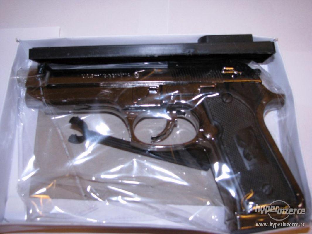 Pistole Beretta 9mm jako zapalovač - foto 1