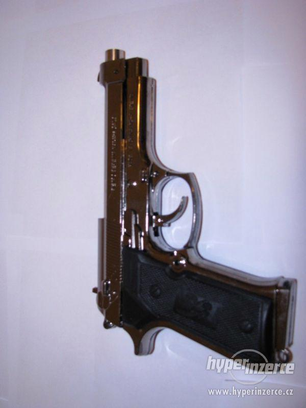 Pistole Beretta 9mm jako zapalovač - foto 2