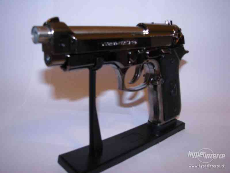 Pistole Beretta 9mm jako zapalovač - foto 3