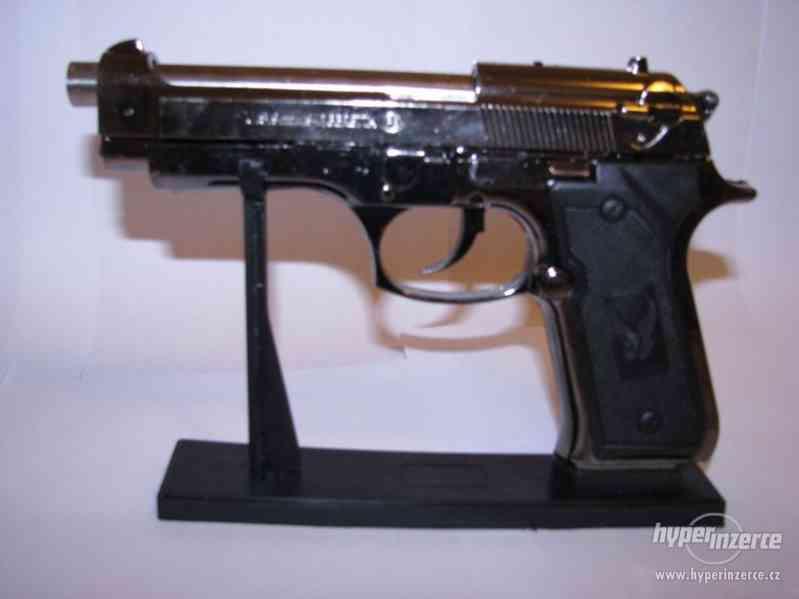 Pistole Beretta 9mm jako zapalovač - foto 5