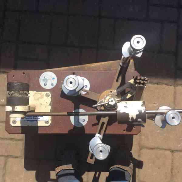 Starý stroj na vypletání tenisových raket - foto 3