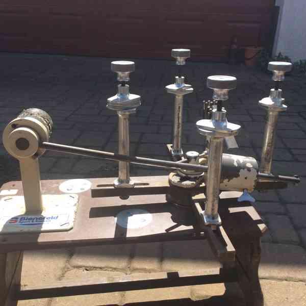 Starý stroj na vypletání tenisových raket - foto 1