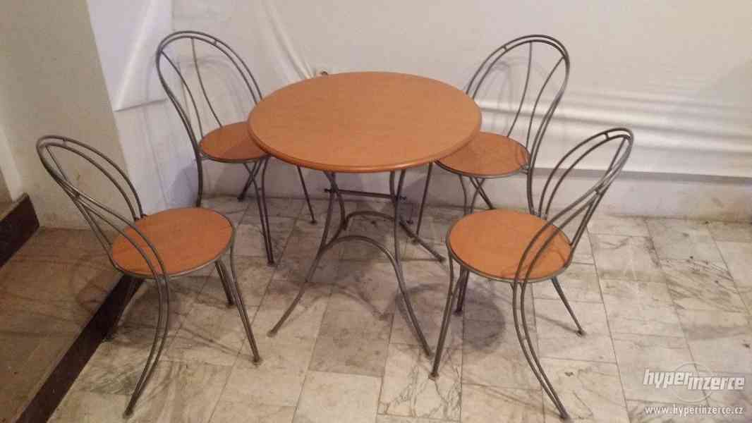 Stolek a 4 židle