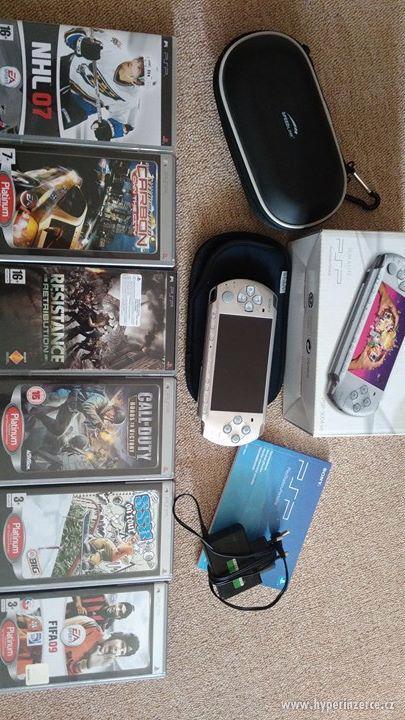 PSP 3004 + 6 her, kožené pouzdro, originální krabice