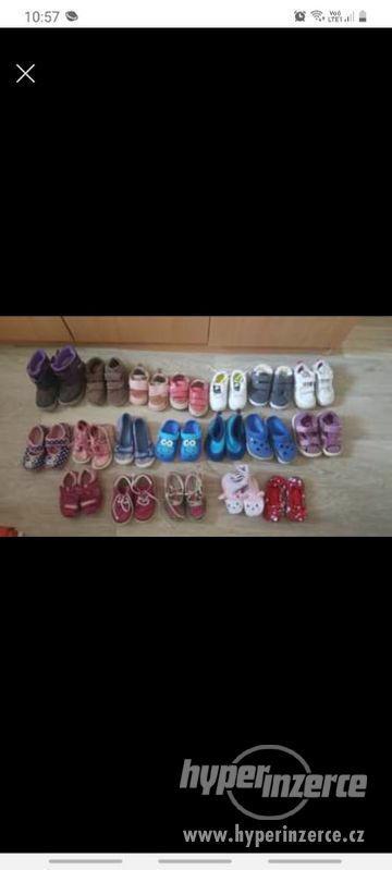 Boty různé velikosti
