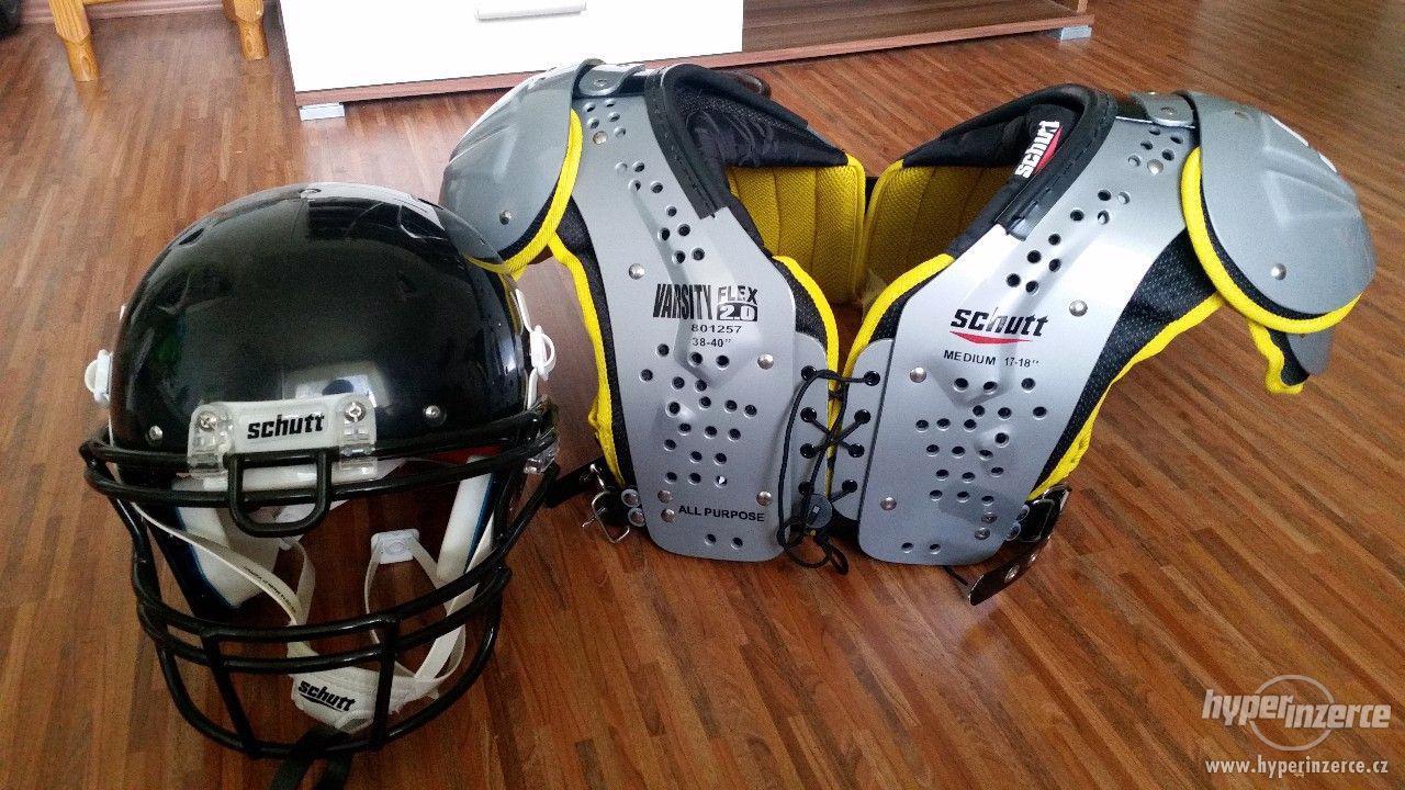 Ramena a helma na americký fotbal - foto 1