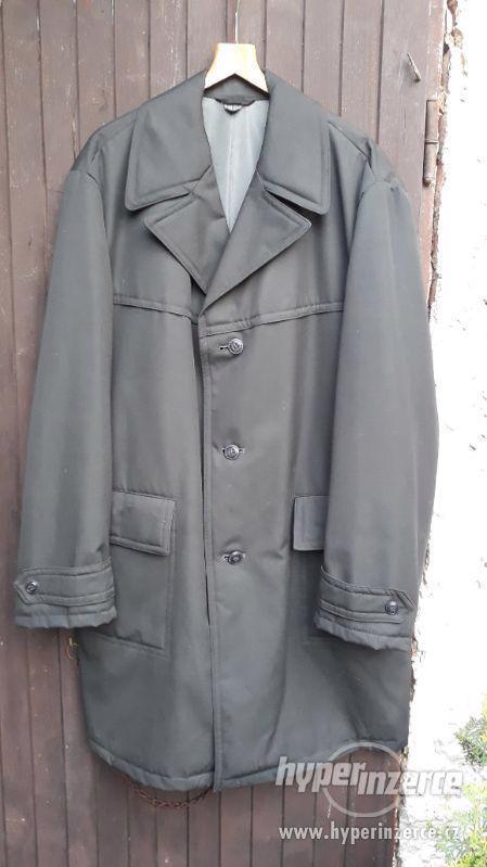 Retro starý kabát Otavan Třeboň, na postavu 190cm.