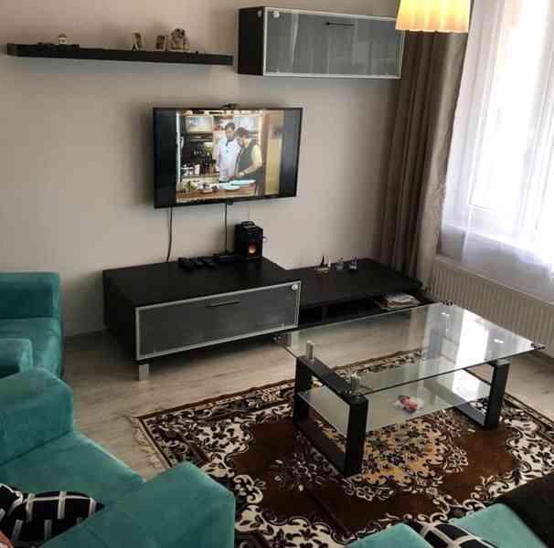 Stěna obývacího pokoje - foto 1