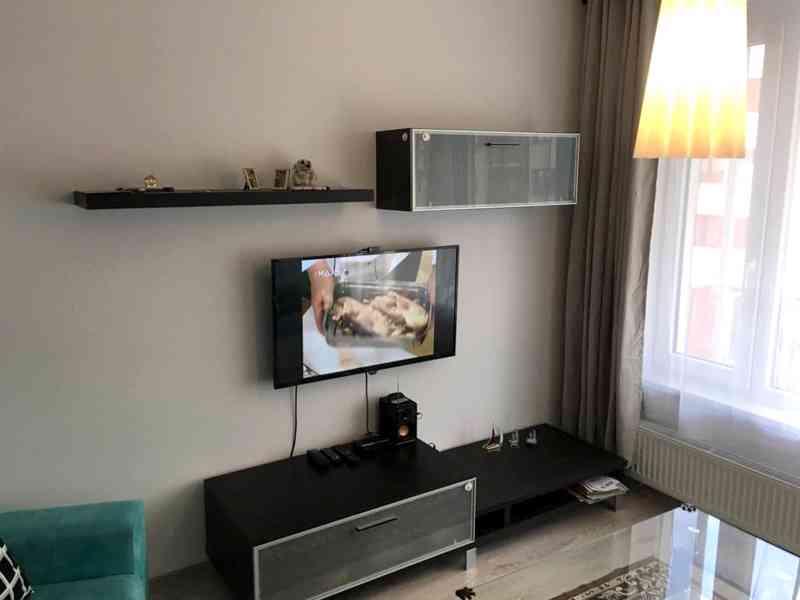 Stěna obývacího pokoje - foto 2