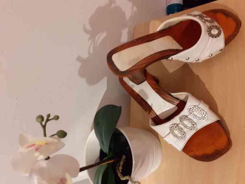 Dámské pantofle  - foto 1
