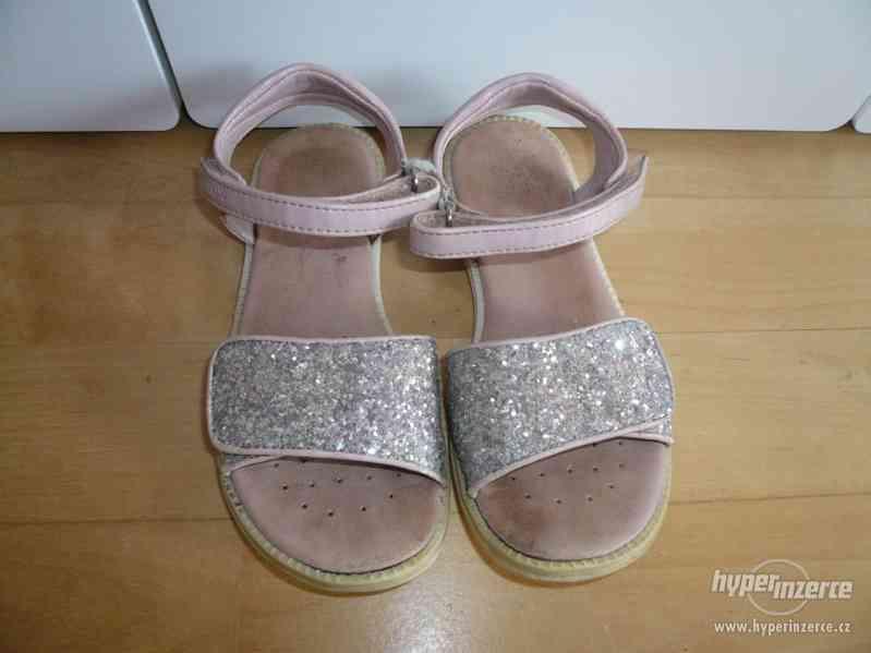 Dívčí luxusní sandálky GEOX vel. 30 (PC:  1690 Kč)