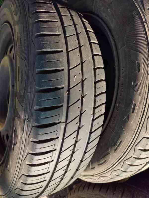 Letní pneu s plechovými disky - foto 2