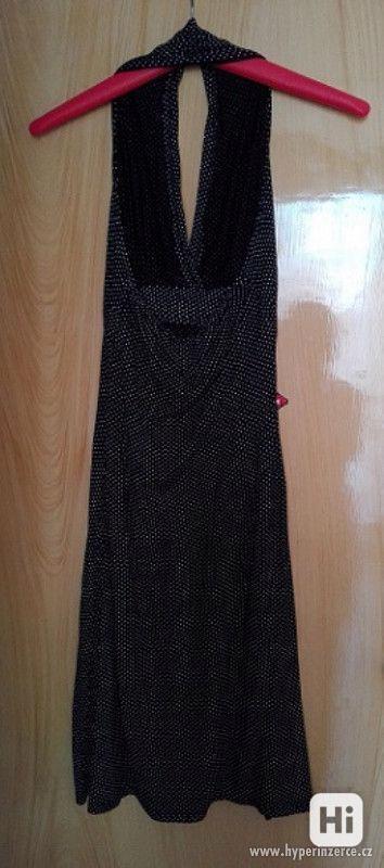 Černé šaty s malými bílými puntíky - foto 5