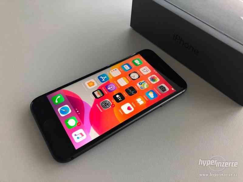 Apple iPhone 8 64GB, příslušenství, 6500Kč