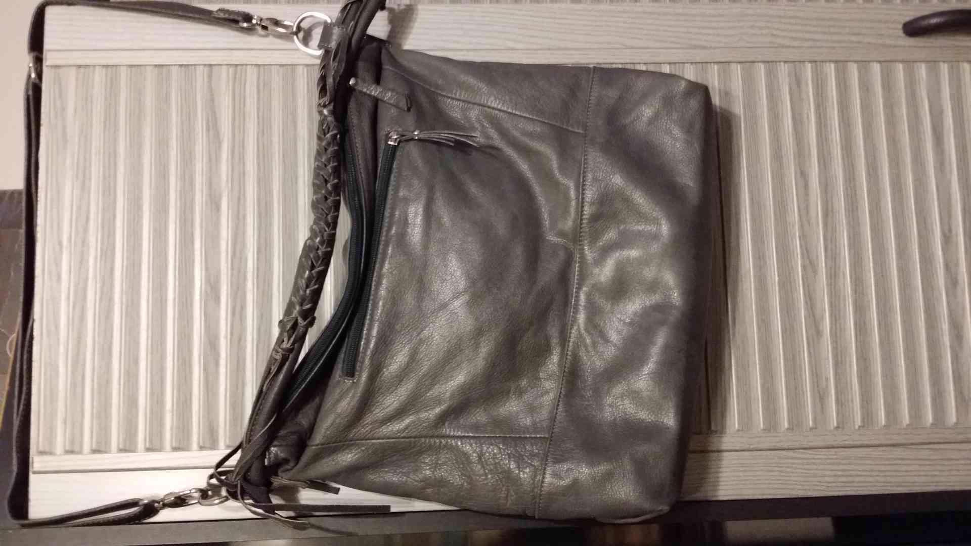 levně, značkové, používané  v  dobrém stavu dámské kabelky - foto 1