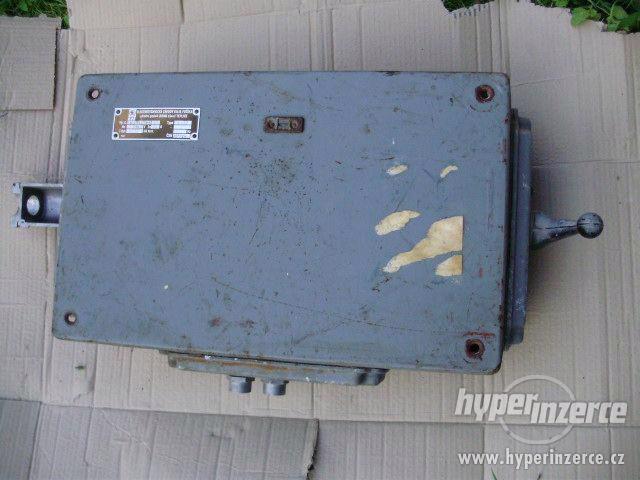 Litinový nástěnný rozvaděč-skříň s hlavním vypínačem