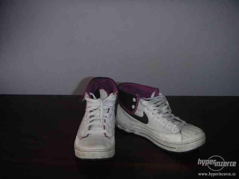 Kotníkové tenisky Nike - foto 1