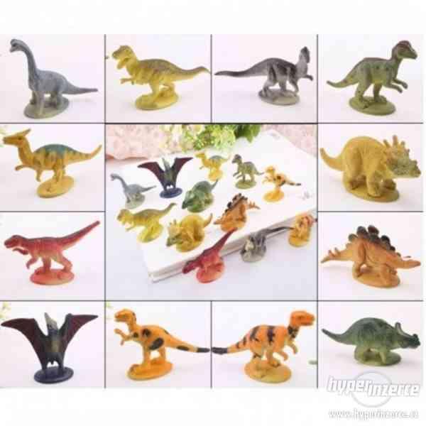 12 dílná sada dinosauři