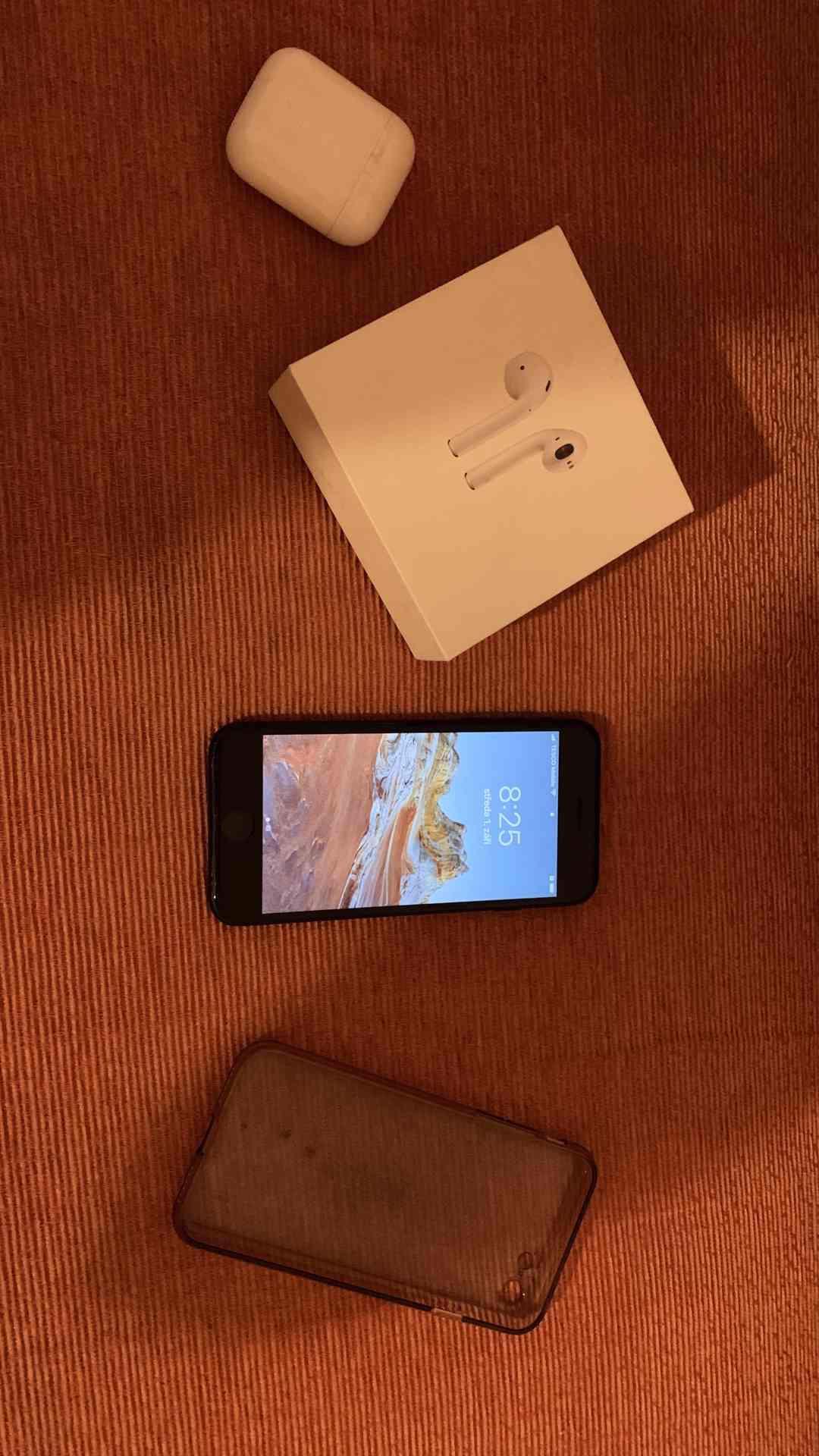 Iphone 7 jet black 32 gb + Airpods, 100 % baterie - foto 1