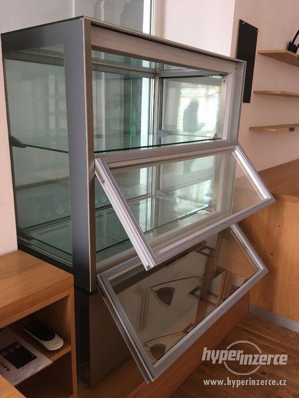 Chladící vitrína celoprosklena na delikatesy - foto 2