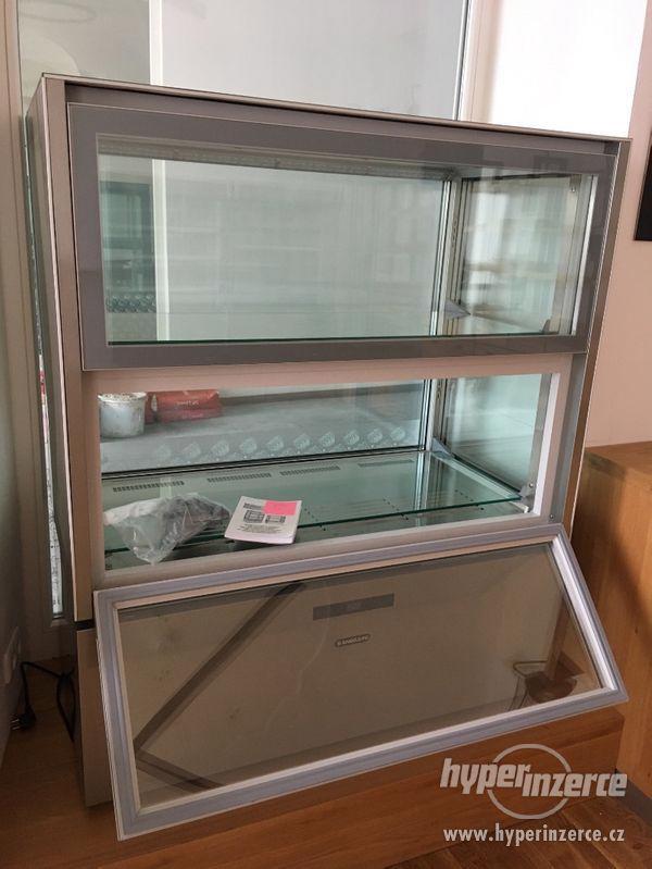 Chladící vitrína celoprosklena na delikatesy - foto 3